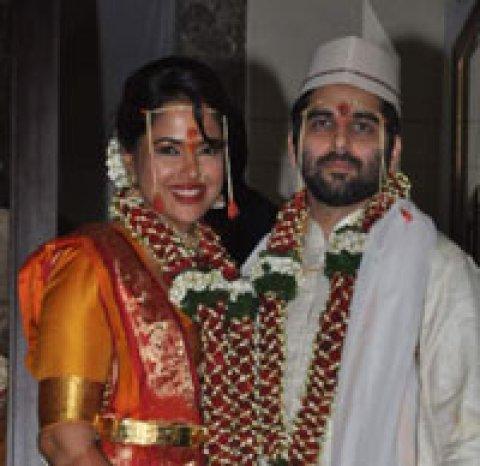 Bollywood Actress Sameera Reddy Marries Businessman Akshai Varde